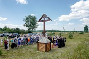 В поселке Мурмино освящен поклонный крест (добавлена фотогалерея)