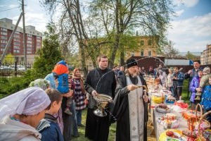Посещение рязанских храмов и освящение пасхальной снеди митрополитом Марком (фоторепортаж)