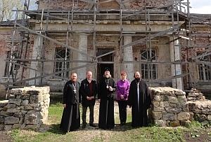 Митрополит Марк посетил древний храм в селе Проне-Городище