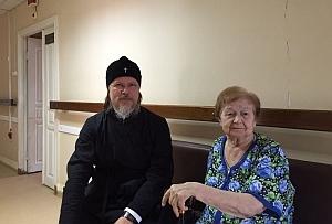 Митрополит Марк навестил одну из старейших прихожанок Борисо-Глебского собора, проходящую лечение в Областной больнице