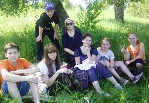 Листвянская воскресная школа отметила День защиты детей походом на природу
