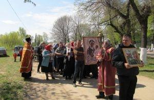 Возрождая традиции: в Никуличах прошел праздничный пасхальный крестный ход