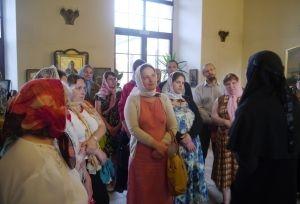 Чаепитие, песни под аккомпанемент пианино и книги: в епархиальной библиотеке встретили гостей из Коломны